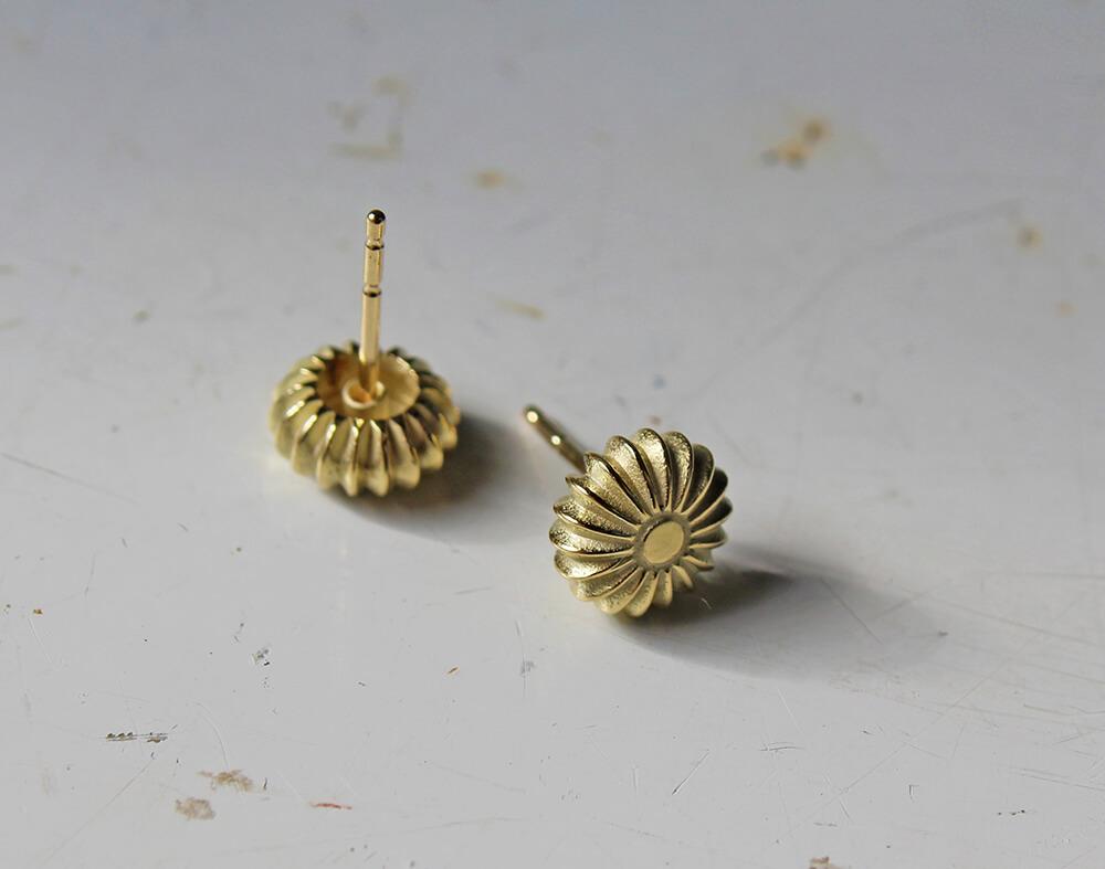 Prague #1 gold stud earrings